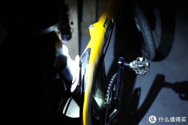 可直可弯、修车利器—NITECORE MT21C 强光小直工作灯