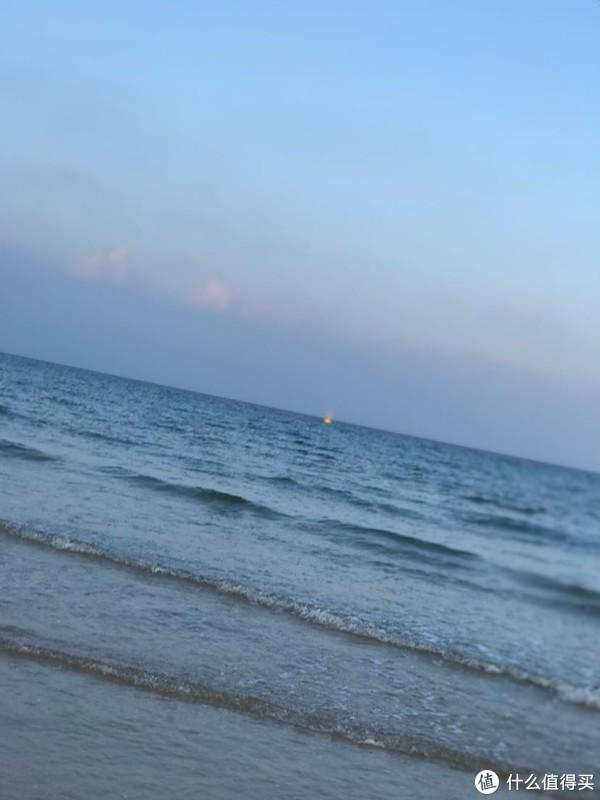 去了酒店海边