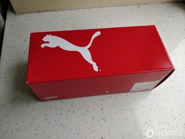 拖鞋的鞋盒一般都是这种小立方体,大多品牌都是如此