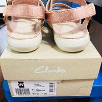 Clarks Tri Sienna 凉鞋开箱设计(脚底|鞋面|鞋带)