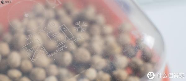 即使这么便宜的盒子也可以放开水100℃,可以冷藏