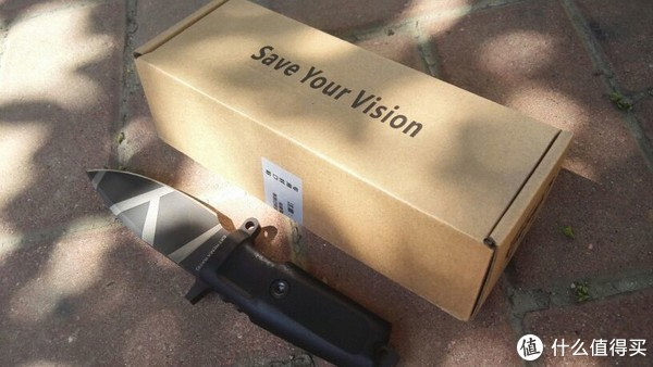 """去掉快递外包装的原色密封纸盒——""""SAVE YOUR VISION"""""""