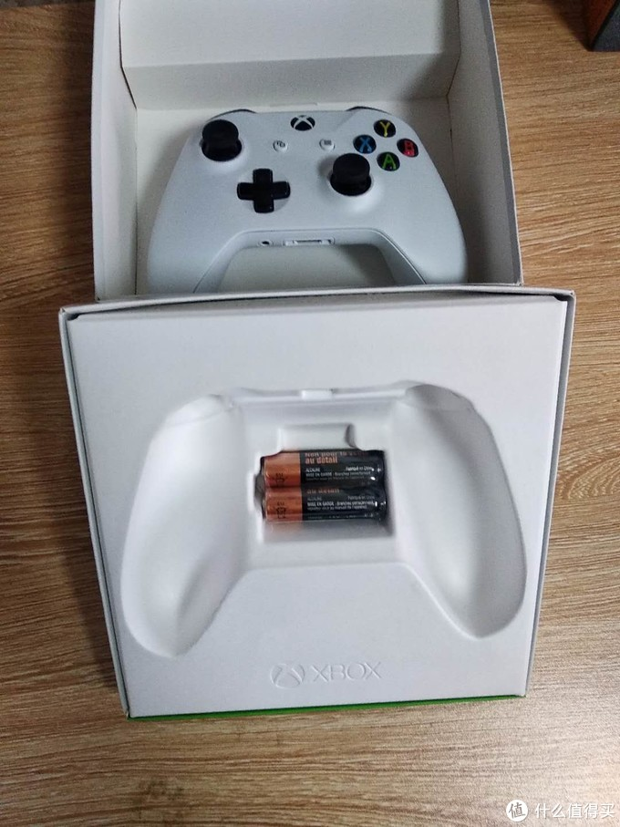 Microsoft 微软 Xbox One S手柄及蓝牙连接器开箱