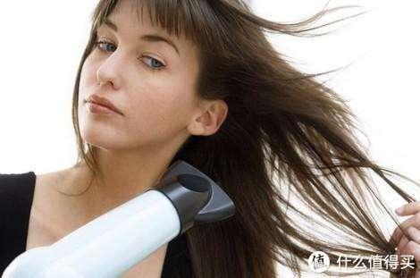 洗完头发后到底怎么办?吹风机吹干和风干哪个更护发?