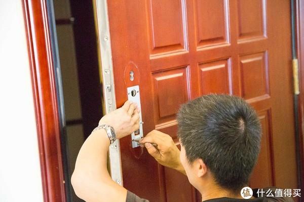 老罗背书的门锁到底表现怎么样?优点E1智能门锁安装使用体验