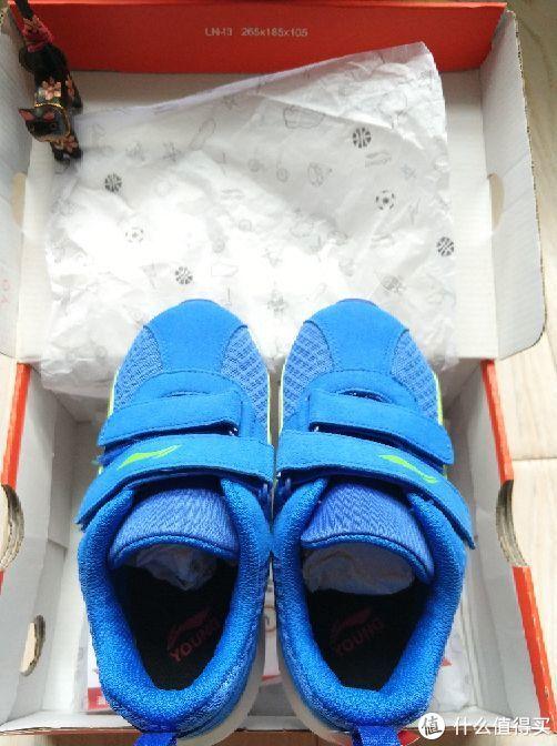 鞋子本尊亮相,打眼看上去还不错