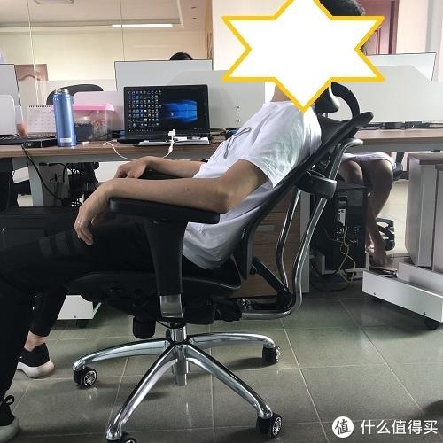 椅子的最大仰角,在公司的话,平时午休足够了。