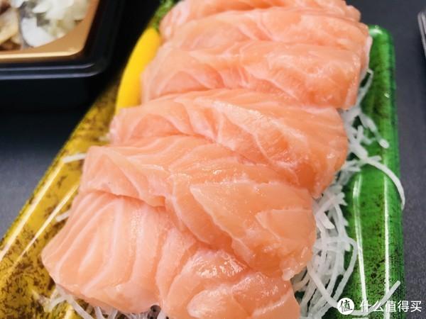 购自商场超市里的三文鱼,一份大约30RMB
