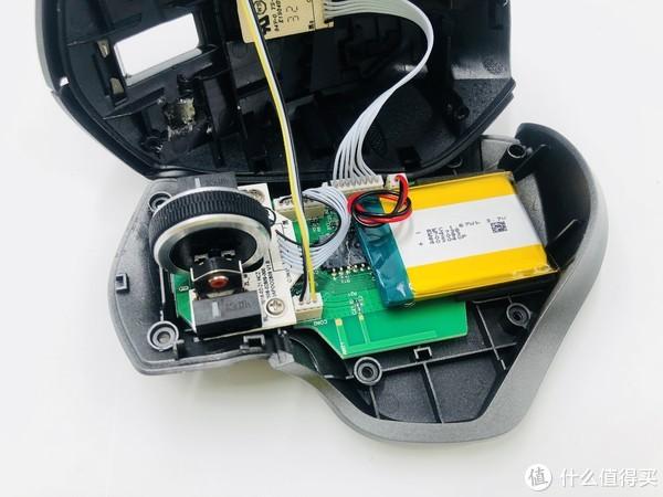 ▲之前准备用502修复,结果不牢固,一生气想到用热熔胶修复,修复后可以用,手感比未坏前差了点,但是基本差别不大。