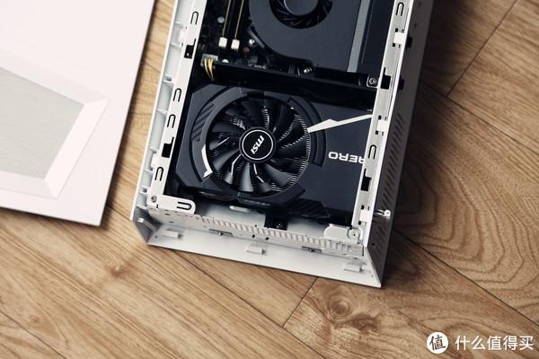 """显卡采用GTX1060 6G AERO,虽然采用单风扇设计,但是不要怀疑他的散热能力。随后测试将证明他的""""实力"""""""