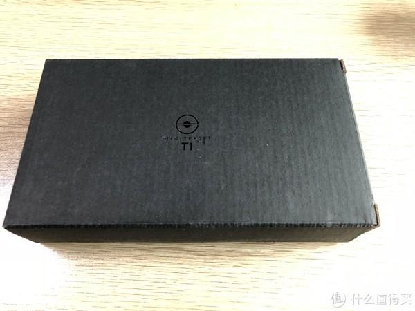 便携袋的包装盒,上面也印了logo和型号,与外包装盒相呼应。