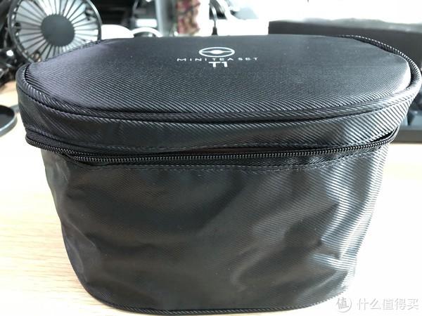 茶盒与便携袋合体照,整体看确实比较小巧。