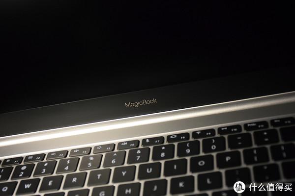 MagicBook第一眼有点MacBook的既视感