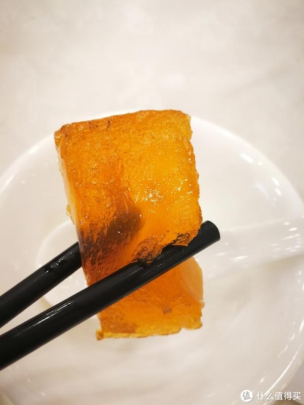 其色茶黄,呈半透明,可折而不裂,撅而不断