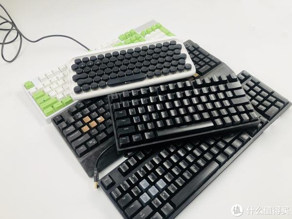 ▲全家福合照、网鱼网咖青轴小键盘