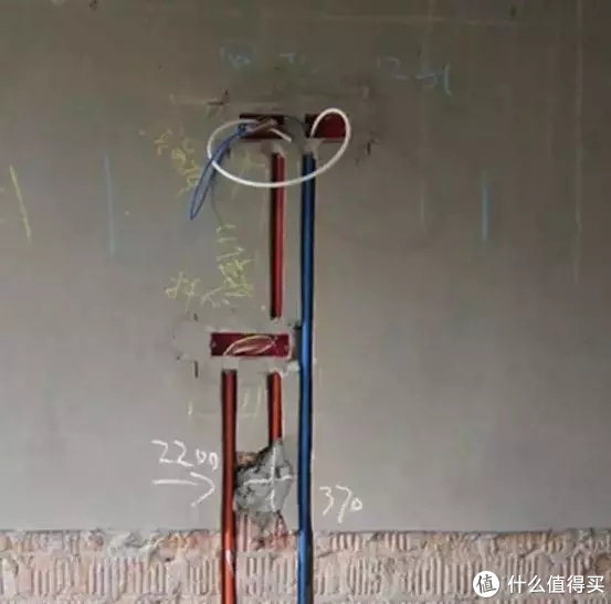 ▲电线接头要留有约15cm余量