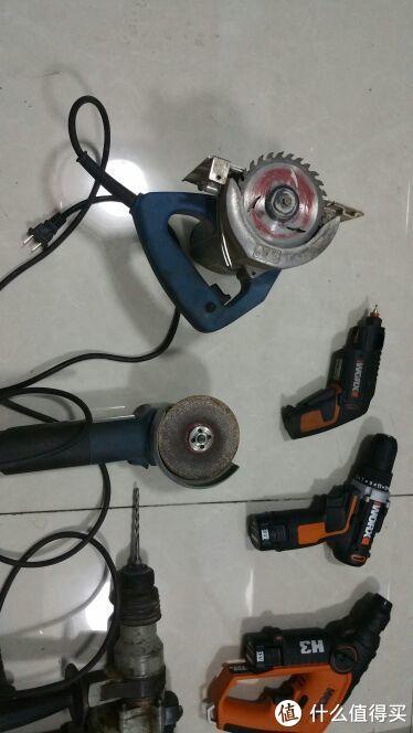东城的抛光机和切割机,平时家里修修补补就靠它们。典型的吃苦耐劳国人本质!