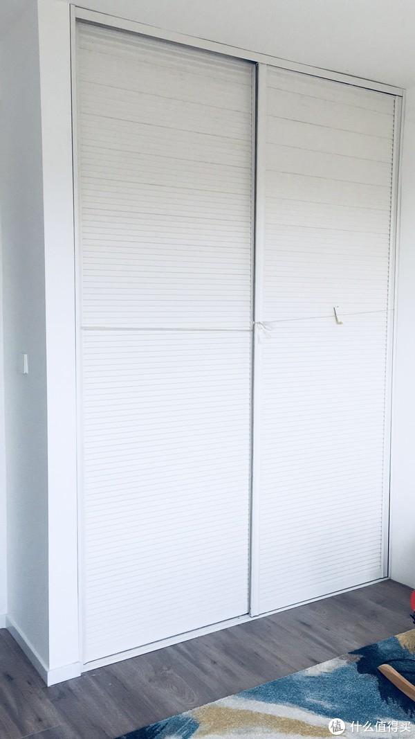 安装柜门后