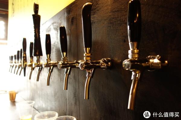 看着这一个个出酒口,我仿佛看到了每一杯精酿啤酒。