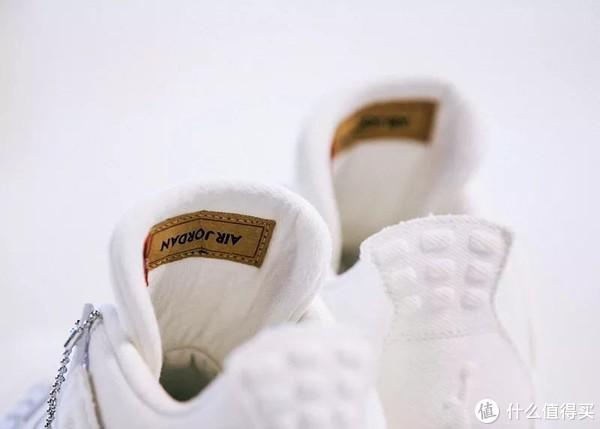 鞋 篇一:国内确定发售!Levis x Air Jordan 4 和配套夹克月底发售!