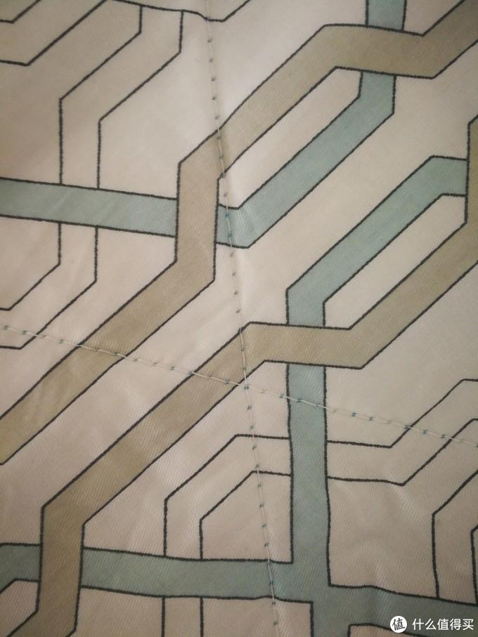 被子上面的线缝的还是比较整齐的