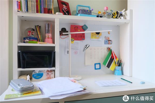 孩子的写字台桌面
