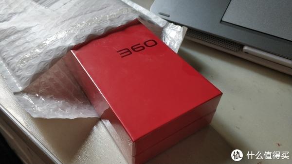 红色包装貌似是近几代三360手机的特色了