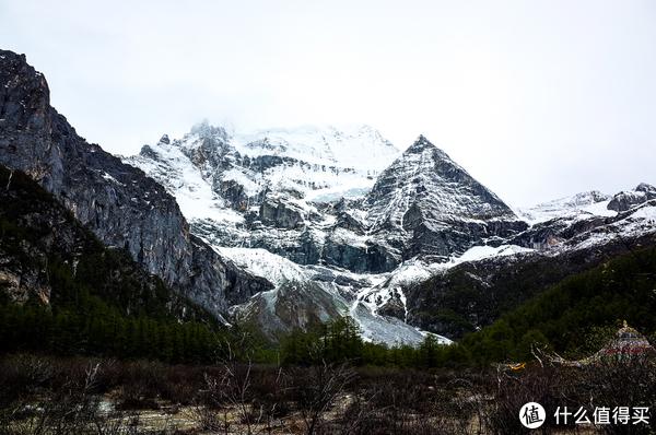 这个雪山应该是仙乃日,海拔6032米