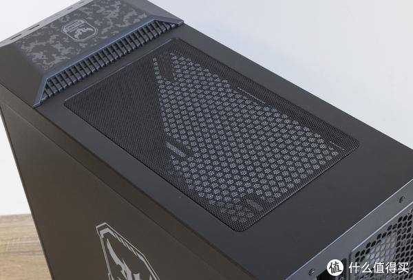 顶部可安装散热风扇,具备磁贴式防尘网