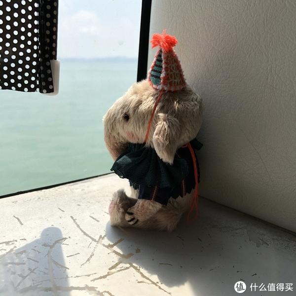 先坐船到香港国际机场(图中的家伙叫阿不)