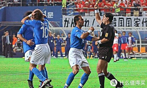 托蒂在与韩国队的比赛中被判假摔而罚下
