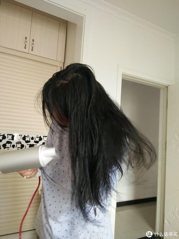 高颜值才能吹出完美的秀发——素士负离子速干电吹风 H3