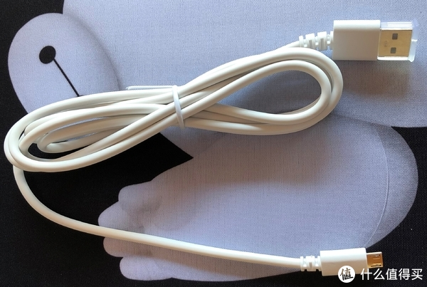 随机附赠的充电线,质量不错,就是比较粗