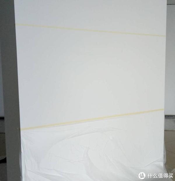 上贴并列两条黄纸胶带,下贴遮盖膜,大功成了一半啦