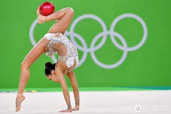 韩国艺术体操明星孙妍在2016里约奥运会球操(图片来源于网络)