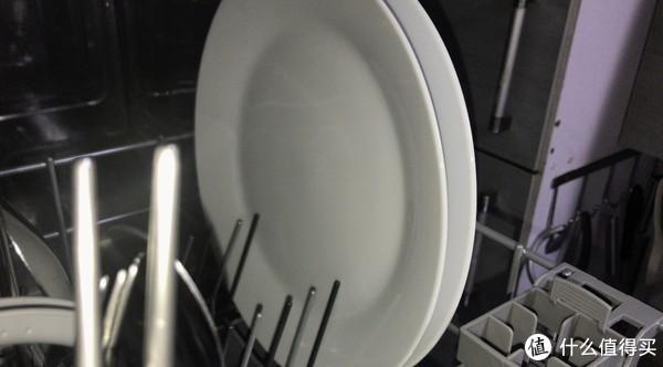 这种大、浅盘是最好清洗的
