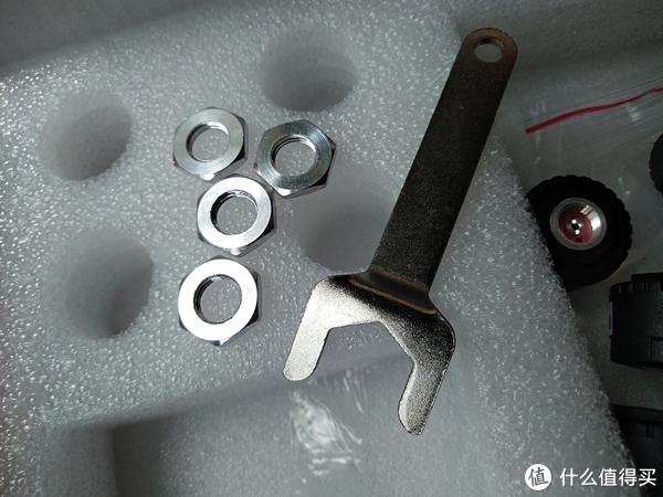 防拆环和扳手,防拆环之所以不叫防盗环,因为它更多是用来防止一些熊孩子的捣蛋,但对于真想拧取的人是没多大作用的。