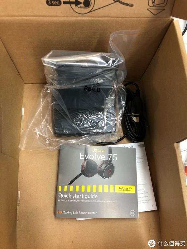 梯形的盒子是因为这个L型充电器,里面也就一个保修卡和使用手册