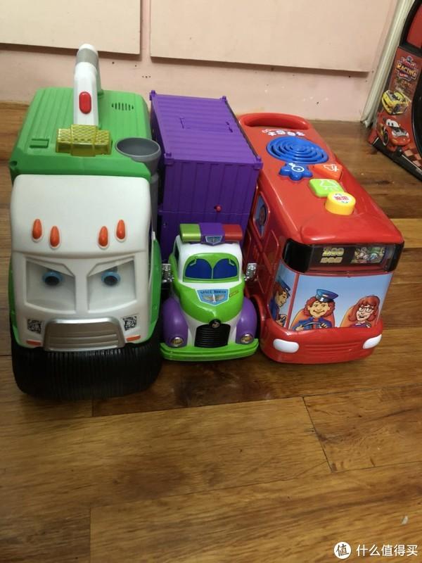 玩具 篇一:巴斯光年の集装箱卡车炫酷来袭