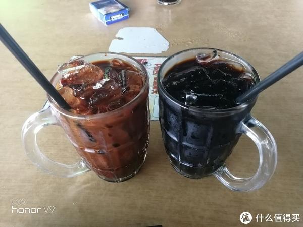 左边有奶,Kopi SUSU Ice,右边无奶, Kopi O Ice