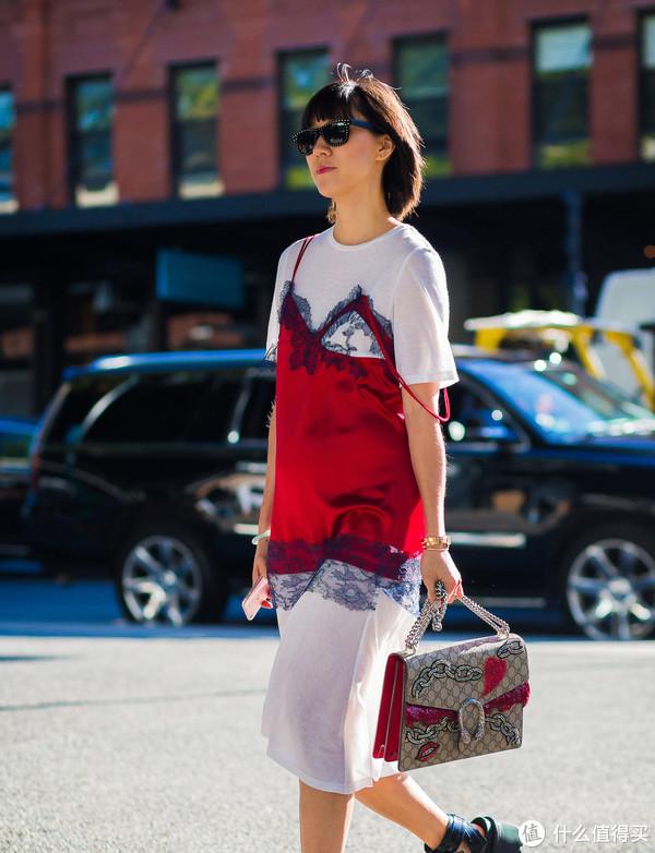 夏日懒到不想去思考?一件T恤裙就能轻松出街