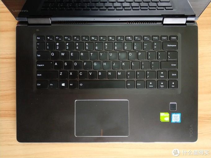 ▲这是yoga710的键盘,乍看起来似乎很规整,但请注意右边shift键的布局——经常敲字的非常容易在想按shift的时候误按到上箭头