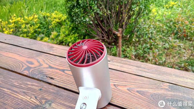 颜值和实力兼备——素士负离子速干电吹风 H3