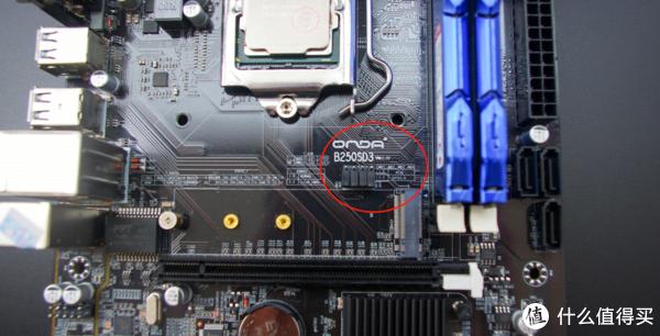 红圈内是手动调整M.2的接口,现在是PCIE