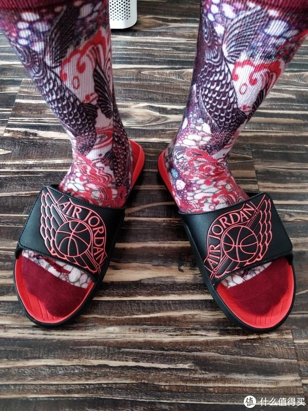 42.5尺码,调节了一下,穿着正好,脚感舒适,这双我也写了晒单,但是还没发出来,值友需要看的可以到我原创去看下。