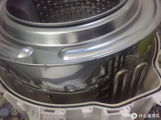 这是清洗过后的不锈钢内胆。看到两根加热棒了没。