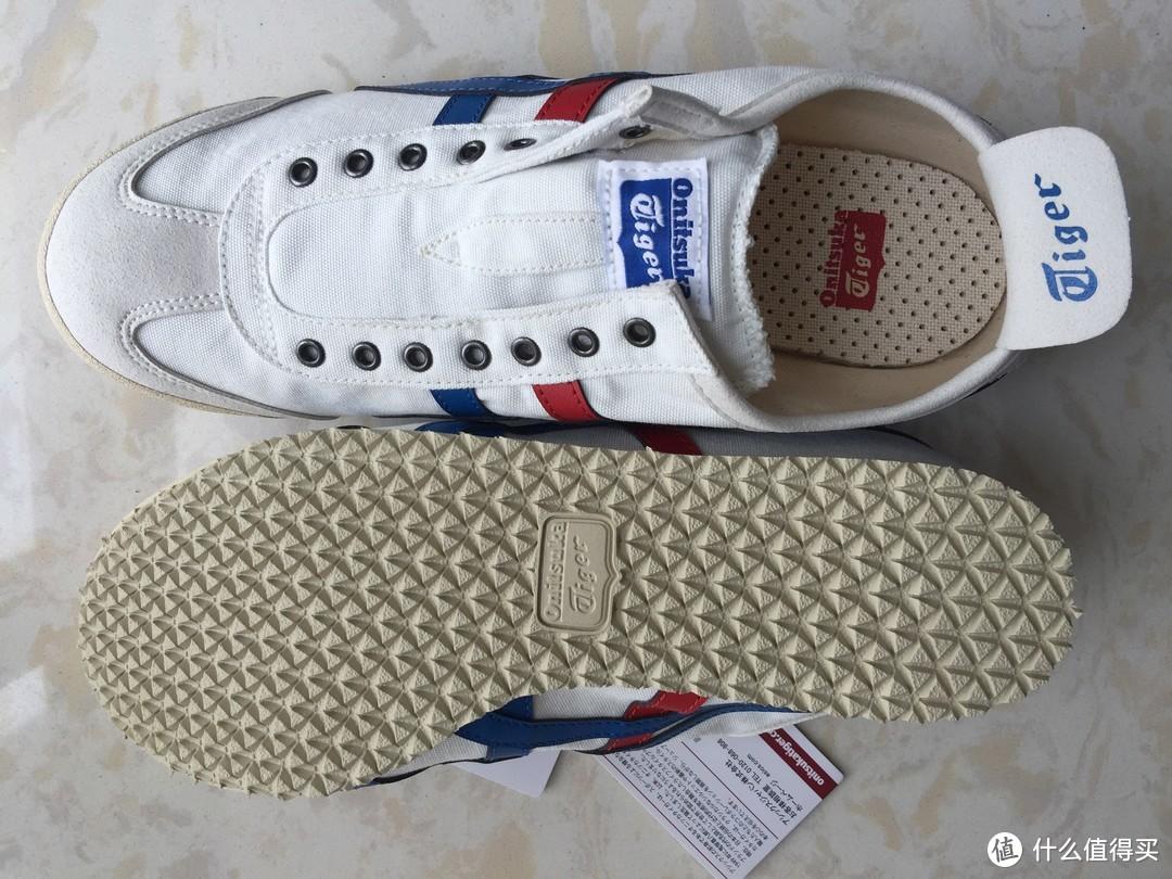 鞋内透气鞋垫,鞋底是小三角橡胶大底