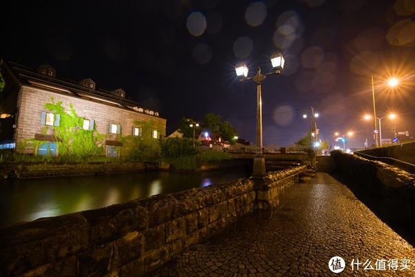 运河边的步道拍摄对面的仓库