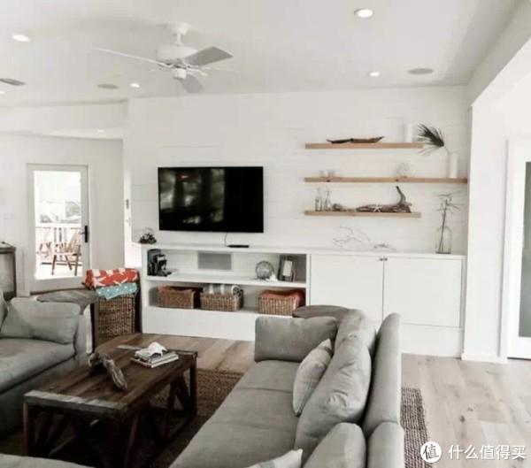 原木风隔板搭配白色家具与墙面,非常nice