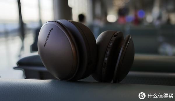 "RP-HD605N不同的降噪等级可以通过右侧耳罩上的""NC""按键进行切换"